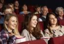 Lachende Menschen im Kino