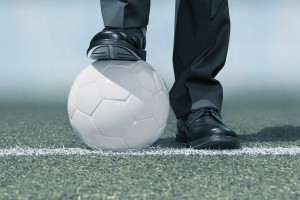 Sportdirektor mit Fussball
